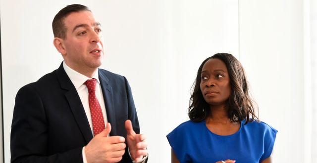 Liberalernas skolpolitiska talesperson Roger Haddad och partiledare Nyamko Sabuni (L) Fredrik Sandberg/TT / TT NYHETSBYRÅN