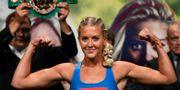 Klara Svensson vid invägningen inför hennes titelmatch mot Mikaela Laurén i september. Pontus Lundahl/TT / TT NYHETSBYRÅN