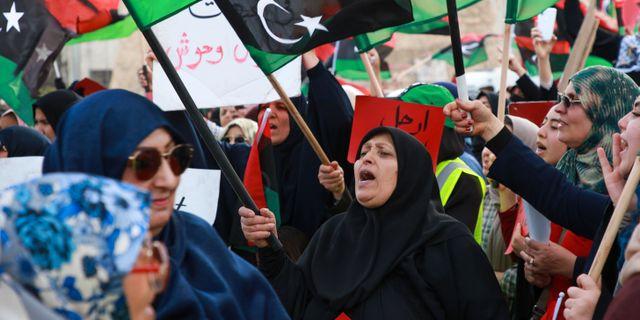 Protester mot Haftars trupper i Libyens huvudstad Tripoli tidigare i maj. Hazaem Ahmed / TT NYHETSBYRÅN/ NTB Scanpix