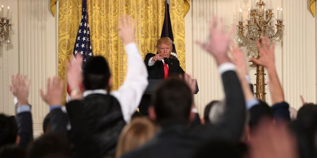 Torsdagskvällens uppmärksammade presskonferens. Andrew Harnik / TT / NTB Scanpix