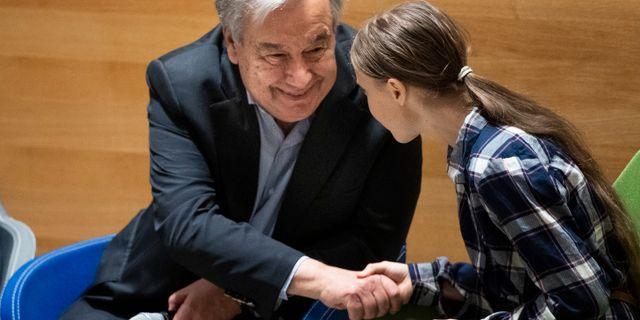 Greta Thunberg deltar på FN:s klimattoppmöte för unga i FN-högkvarteret i New York, USA. Här tillsammans med FN:s generalsekreterare António Guterres. Pontus Lundahl/TT / TT NYHETSBYRÅN