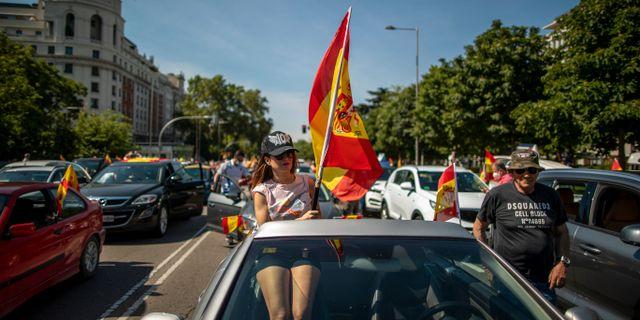 Demonstranter i Madrid.  Manu Fernandez / TT NYHETSBYRÅN
