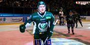 Färjestads Oskar Steen jublar efter han gjort 6-1. FREDRIK KARLSSON / BILDBYRÅN