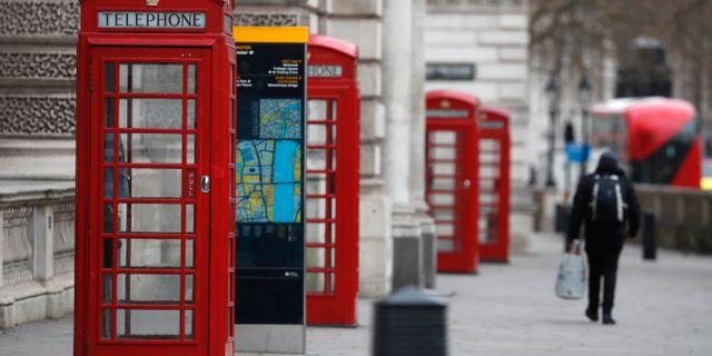Tomma telefonkiosker i London som annars skulle vara svåra att skönja bland turister. Frank Augstein / TT NYHETSBYRÅN