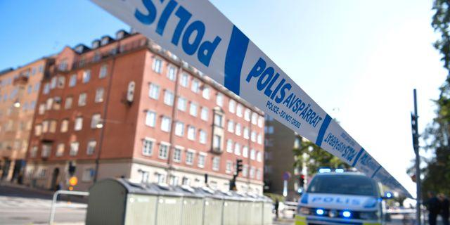 Polisavspärrningar på Norr Mälarstrand på Kungsholmen i Stockholm, i samband med att en advokaten blev skjuten. Arkivbild. Pontus Lundahl/TT / TT NYHETSBYRÅN