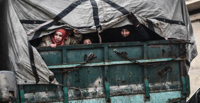 Civila flyr Idlib.  TT NYHETSBYRÅN
