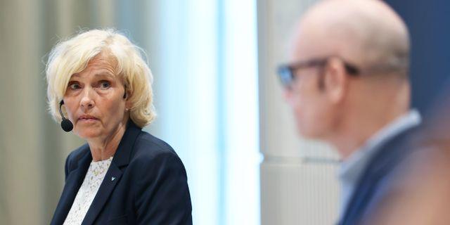 Anna Söderström, hälso- och sjukhusdirektör, och Thomas Wahlberg, Smittskydd Västra Götaland. Adam Ihse/TT / TT NYHETSBYRÅN