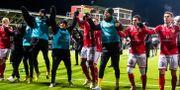Kalmars spelare jublar efter fotbollsmatchen i kvalet till allsvenskan. DANIEL ERIKSSON / BILDBYRÅN