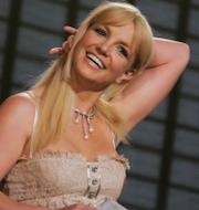 Mara Wilson som Matilda i filmen med samma namn (t v), Britney Spears (t h). TriStar Pictures/TT