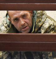 En av de fängslade sjömännen samtalar med sin advokat. TT NYHETSBYRÅN/ NTB Scanpix