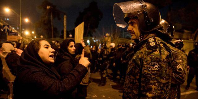 Demonstrationer i Teheran. Mona Hoobehfekr / TT NYHETSBYRÅN