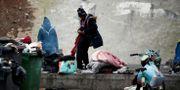 Migranter blir avhysta från lägret vid Port de la Chapelle. Benoit Tessier / TT NYHETSBYRÅN