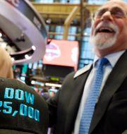 Arkivbild: Glädje över börsrekord på Wall Streets mäklargolv. Richard Drew / TT NYHETSBYRÅN