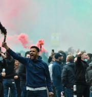 Manchester United-supportrar protesterar mot ägarfamiljen Glazer i maj. Rui Vieira / TT NYHETSBYRÅN