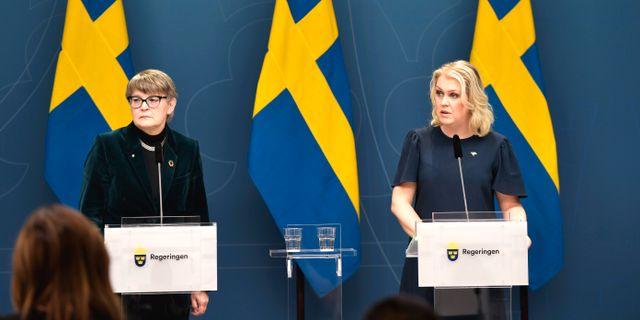 Läkemedelsverkets generaldirektör Catarina Andersson Forsman och socialminister Lena Hallengren. Pontus Lundahl/TT / TT NYHETSBYRÅN