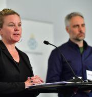 Socialstyrelsens krisberedskapschef Johanna Sandwall och biträdande statsepidemiolog Anders Wallensten.  Jonas Ekströmer/TT / TT NYHETSBYRÅN