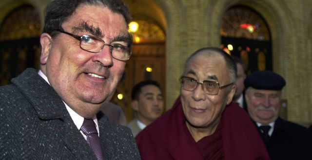 John Hume och Dalai Lama 2001/Arkivbild. Knut Fjeldstad / TT NYHETSBYRÅN