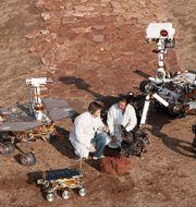 Tre olika Marssonder testas av Nasas ingenjörer på ett testområde i Kalifornien. Nasa/Thomas A. Dutch Slager