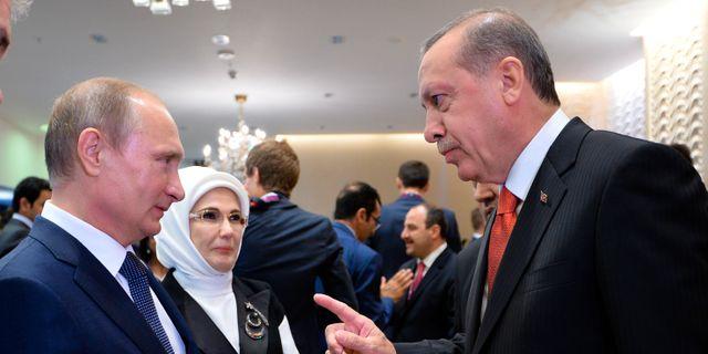 Turkiets ambassad och ud i samtal