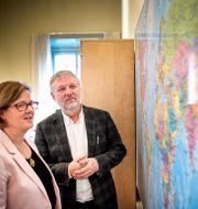 Carin Jämtin och biståndsminister Peter Eriksson. Pontus Lundahl/TT / TT NYHETSBYRÅN