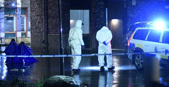 Polisens kriminaltekniker på plats i Malmö efter skottlossningen. Johan Nilsson/TT / TT NYHETSBYRÅN