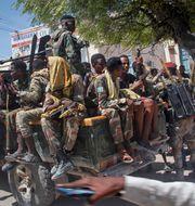 Soldater som står på oppositionens sida. Farah Abdi Warsameh / TT NYHETSBYRÅN