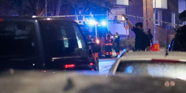 Polis på plats i Nacka under söndagskvällen. Claus Meyer/TT / TT NYHETSBYRÅN