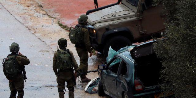 Israeliska soldater på plats där attacken inträffade, utanför staden Ramallah.  MOHAMAD TOROKMAN / TT NYHETSBYRÅN