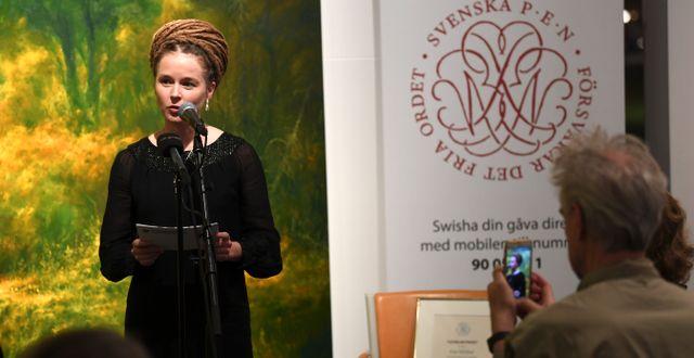 Kulturminister Amanda Lind (MP) när hon igår delade ut Svenska PEN:s Tucholskypriset till den fängslade förläggaren Gui Minhai. Fredrik Sandberg/TT / TT NYHETSBYRÅN
