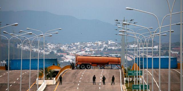 Gränsen mellan Colombia och Venezuela, där en blockad stoppar humanitär hjälp från bland annat USA. Fernando Llano / TT NYHETSBYRÅN/ NTB Scanpix