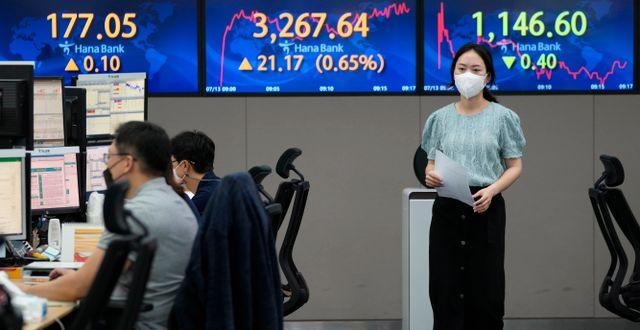Valutahandlare i Seoul Ahn Young-joon / TT NYHETSBYRÅN