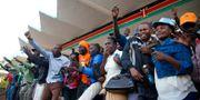 Anhängare till Raila Odinga under cermonin där han svärs in som alternativ president. BAZ RATNER / TT NYHETSBYRÅN