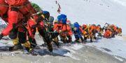 Lång kö av bergsbestigare på Mount Everest. Rizza Alee / TT NYHETSBYRÅN/ NTB Scanpix