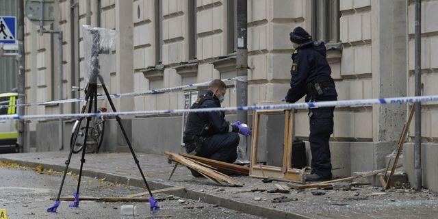 Polisen arbetar på plats där en sprängning ägde rum i natt på Södermalm. Janerik Henriksson/TT / TT NYHETSBYRÅN