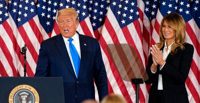 Donald och Melania Trump under valnatten. Evan Vucci / TT NYHETSBYRÅN