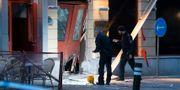 Bombteknikerna på plats efter explosionen utanför en nattklubb på Adelgatan i Malmö Johan Nilsson/TT / TT NYHETSBYRÅN