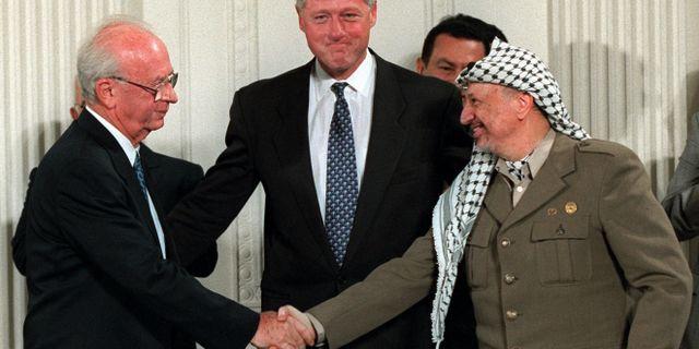 Yitzhak Rabin och Yassir Arafat skrev under avtalet. DOUG MILLS / TT NYHETSBYRÅN