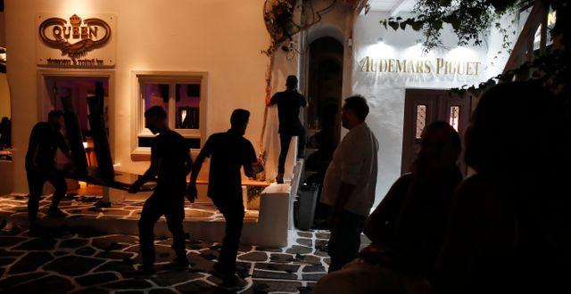 En bar vid stängning på Mykonos. Thanassis Stavrakis / TT NYHETSBYRÅN