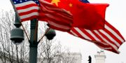 Kinesiska och amerikanska flaggor nära Vita huset i Washington DC. JEWEL SAMAD / AFP
