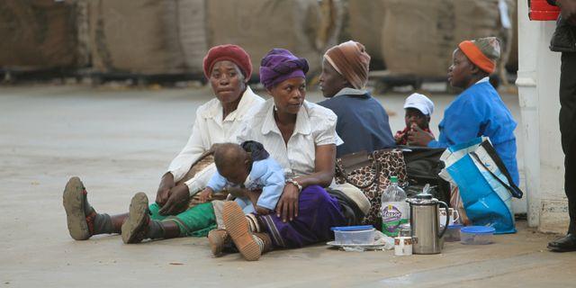 Arkivbild: Tobakshandlare i Zimbabwe. Tsvangirayi Mukwazhi / TT / NTB Scanpix