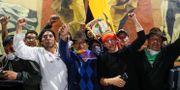 Demonstranter inne i Ecuadors kongressbyggnad. CARLOS GARCIA RAWLINS / TT NYHETSBYRÅN