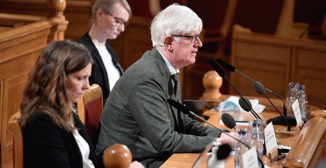 Folkhälsomyndighetens Sara Byfors, Karin Tegmark Wisell, och gd Johan Carlson under en utfrågning i Konstitutionsutskottet (KU) i mars. Janerik Henriksson/TT / TT NYHETSBYRÅN