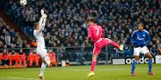 Cristiano Ronaldo nickar in första målet. Frank Augstein / TT NYHETSBYRÅN
