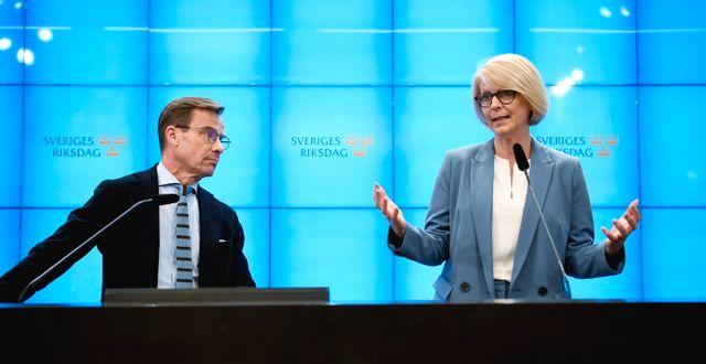 Ulf Kristersson och Elisabeth Svantesson.  Pontus Lundahl/TT / TT NYHETSBYRÅN