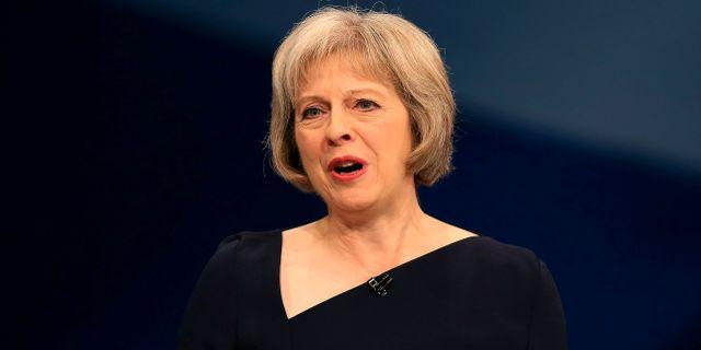 Britter hojer tonlaget mot putin