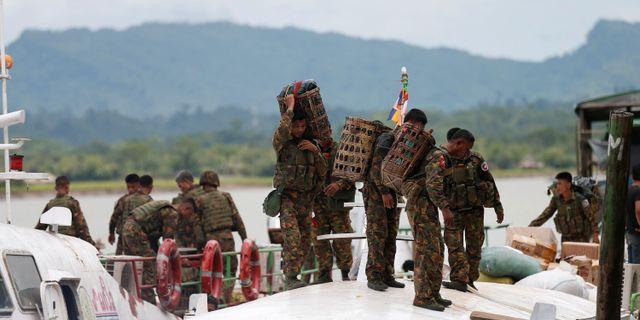 Burmesiska soldater. SOE ZEYA TUN / TT NYHETSBYRÅN