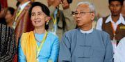 Aung San Suu Kyi och Burmas president Htin Kyaw. Soe Zeya Tun / TT NYHETSBYRÅN