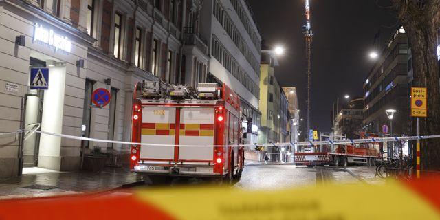 Avspärrningar kring lyftkranen i centrala Stockholm. Fredrik Persson/TT / TT NYHETSBYRÅN