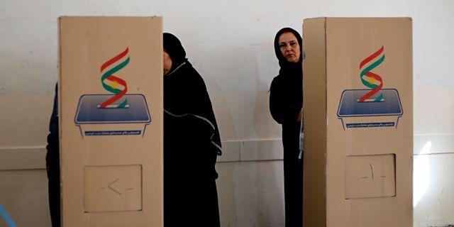 Kvinnor i Erbil röstar.  TT NYHETSBYRÅN/ NTB Scanpix