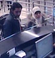 Boumedienne till höger. Arkivbild från övervakningskamera.  TT NYHETSBYRÅN